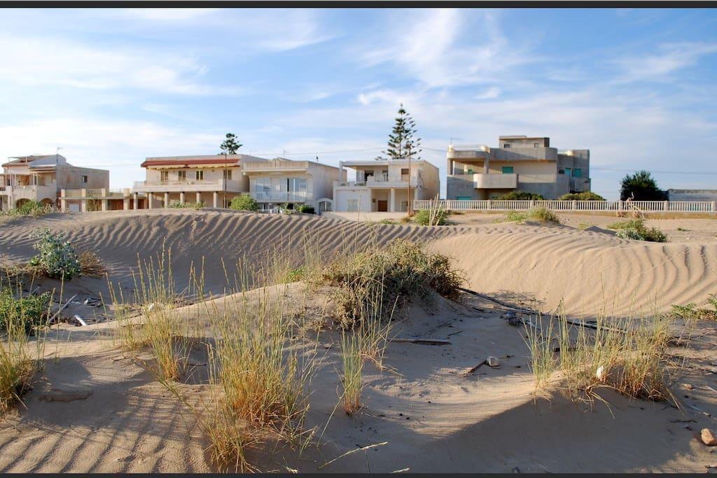 Casa sulla spiaggia apartments for rent in donnalucata for Piani casa sulla spiaggia