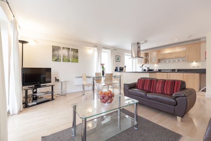 Conveniently located 2 bedroom apartment in Epsom