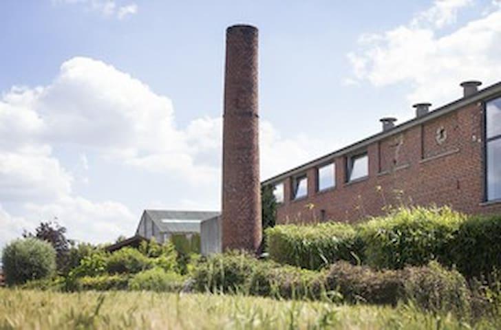 Logeren in voormalige vlasfabriek
