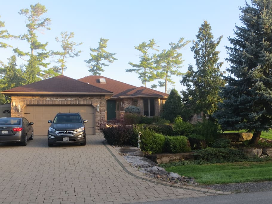 Beautiful bungalow with walkout to Pigeon Lake