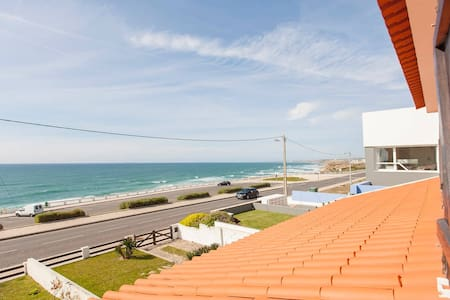BEACHFRONT VILLA WITH POOL - Torres Vedras - Huis