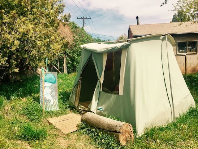 Shelter Under Native Juni - Cedar City - Tält