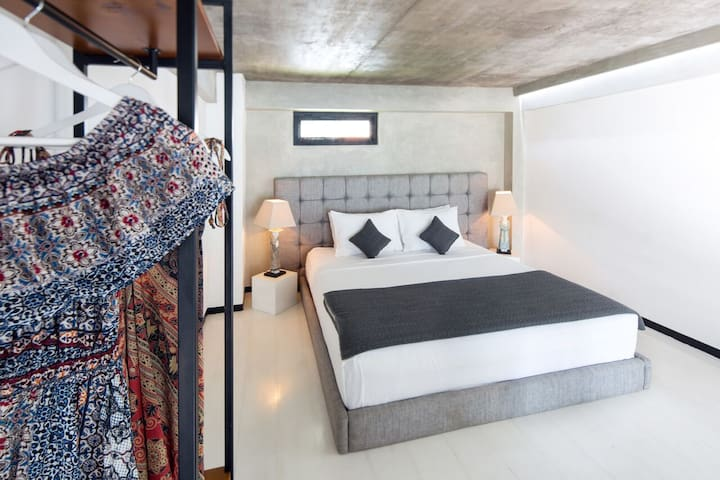 """""""...Bed is super comfy. The location is fantastic just 10 minutes walking from the beach. I would definitely stay again."""" – Marta [February 2020]"""
