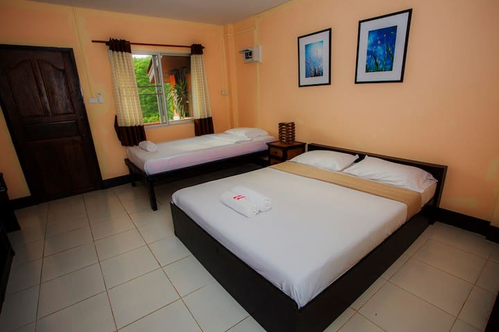 Cozy Room in Town Near Bus Station - เมือง - Lejlighed