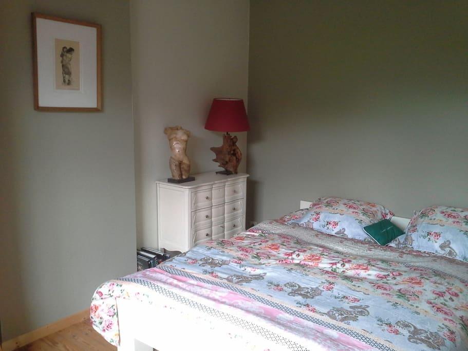 Chambre lumineuse et chaleureuse chambres d 39 h tes louer ottignies louvain la neuve r gion - Chambre d hotes region parisienne ...