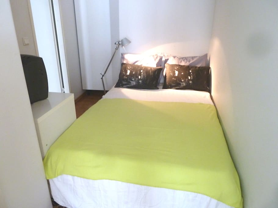 120 cm bed in an alcove, suitable for 1 or 2 persons