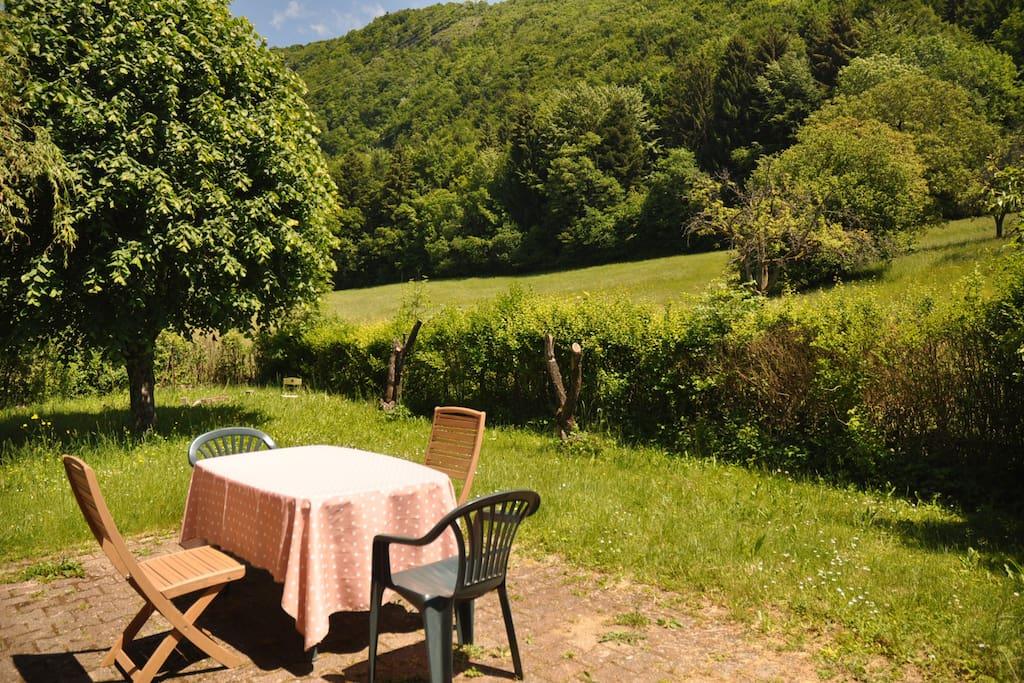 terrasse : idéal pour manger dehors, faire la sieste, jouer...etc