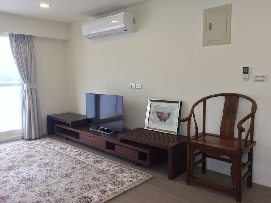 Living room - large flat screen TV with full cable TV (CNN, BBC, HBO, etc) and high speed WiFi internet