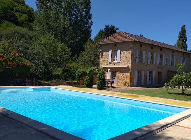 L'Ancien Couvent, private walled garden & pool