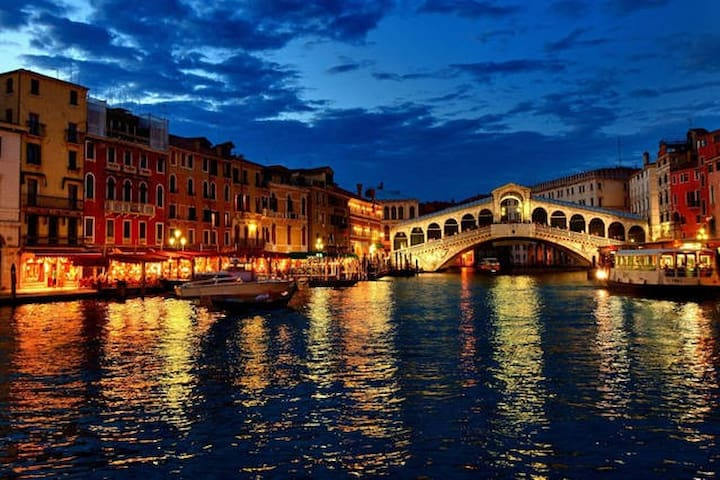 Only 10 minutes to Venice <3