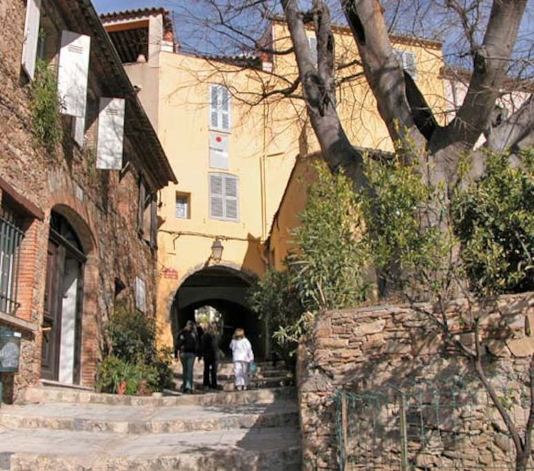 Grimaud Village with shops, cafes & restaurants