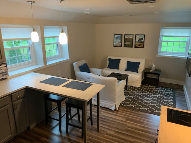 Sewickley/Edgeworth-Apartment-Clean, Bright, New!