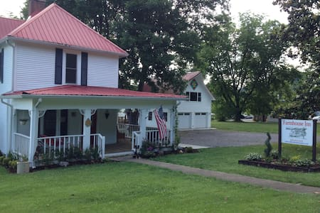 Farmhouse Inn, room for 2, Richard - Tellico Plains