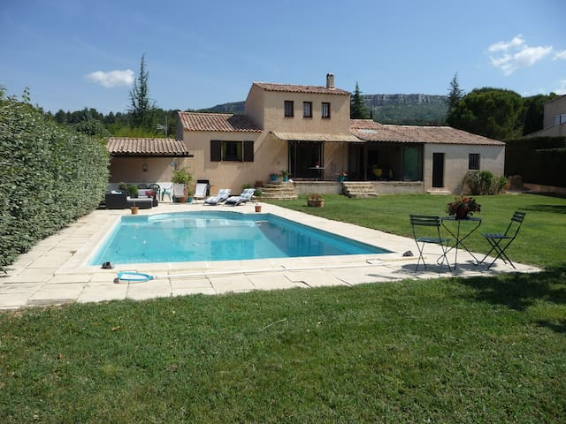 Nice house, swimming pool and golf - Châteauneuf-le-Rouge - Villa