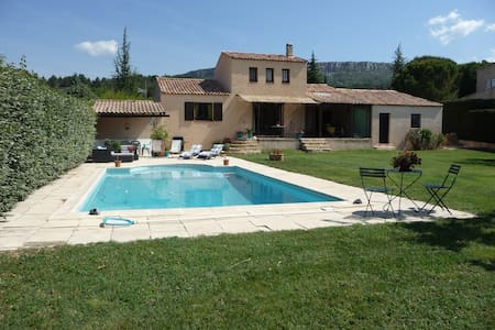 Nice house, swimming pool and golf - Châteauneuf-le-Rouge - Vila