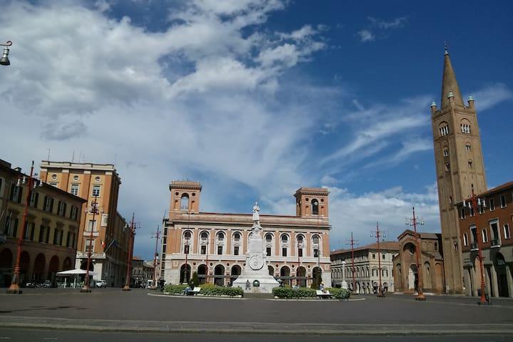 Forlì centro - stanza privata in appartamento - Forlì - Daire