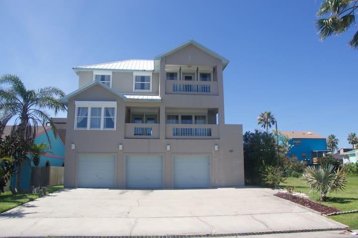Private 3BD/3.5BA House Near Beach - South Padre Island - House
