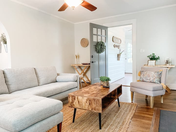 Hillcrest Cottage - New to market!