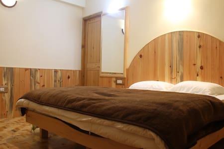 Himalayan Nest:Double deluxe room 2 - Vashist