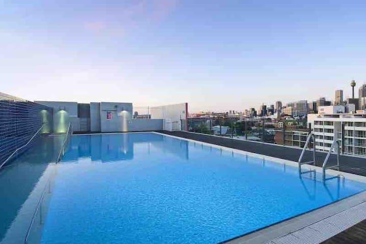Sydney CBD Location with Free Parking & Gym & pool