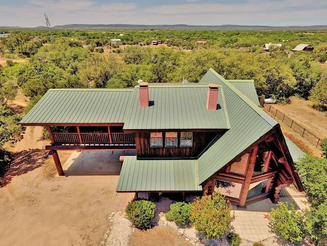 Nestled Log Cabin with private pool/hot tub and resort amenities sleeping 12