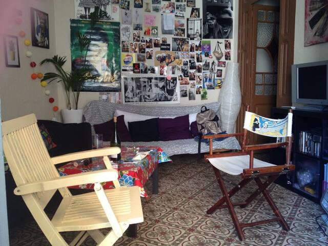 Habitación mediana Poble Sec - Barcelona - Casa