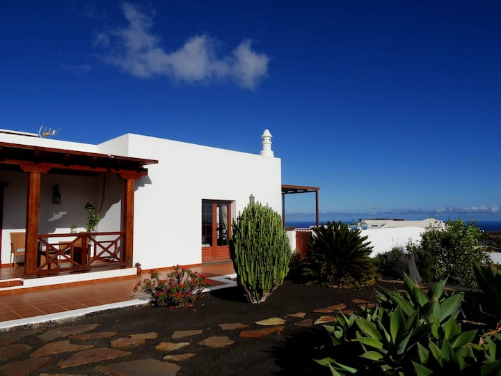 Villa El Mojón with private pool in Teguise