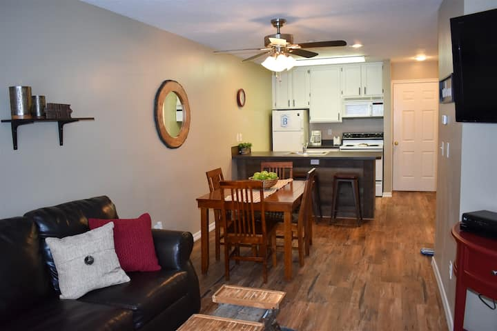 Inn Building # 102- Newly Remodeled- (flooring, paint, counter tops, bedding and more) and now with free WiFi