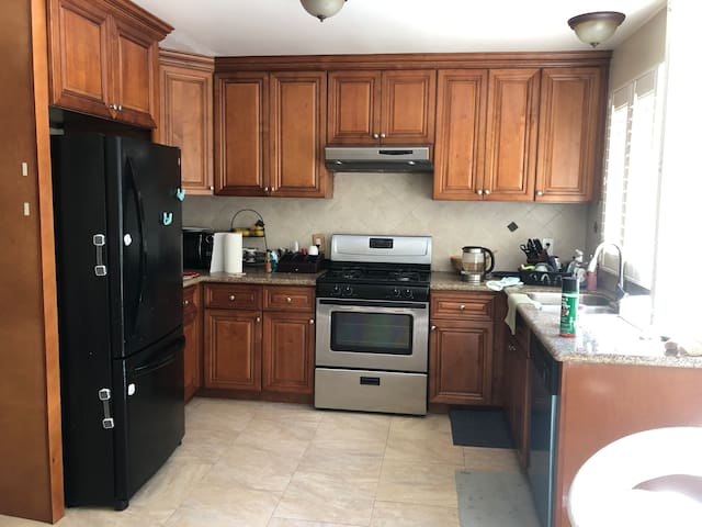 Room Walking Distance to Lake in Irvine