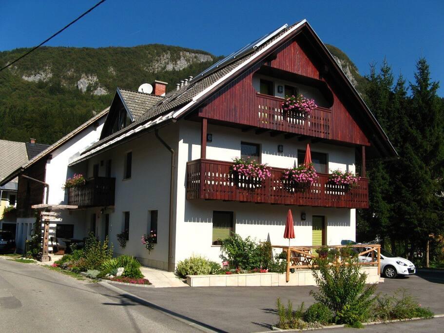 Apartment house Na vasi