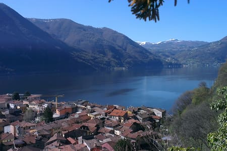 charming private studio. parking. garden-Lake 2min - Porlezza - Appartamento