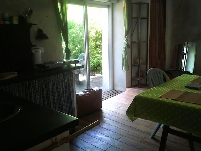 Studio avec terrasse sur jadin - Générargues - House