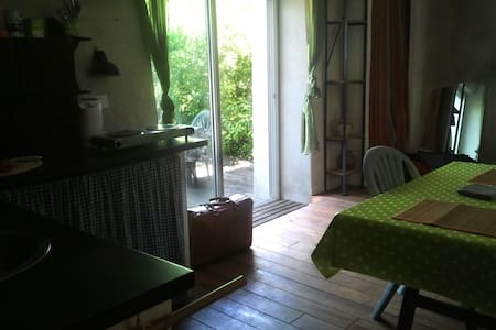 Studio avec terrasse sur jadin - Générargues