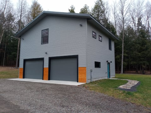 Oneonta Modern simplicity on 10 private acres!!!