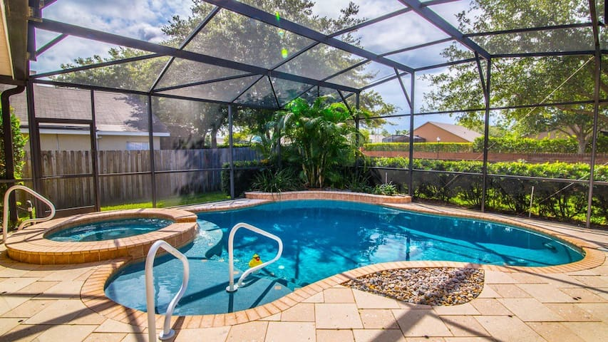 Sweet Pool Home in Oviedo - Oviedo - Hus