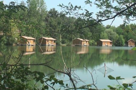 Lodge Boat flottant sur l'eau - Sablons