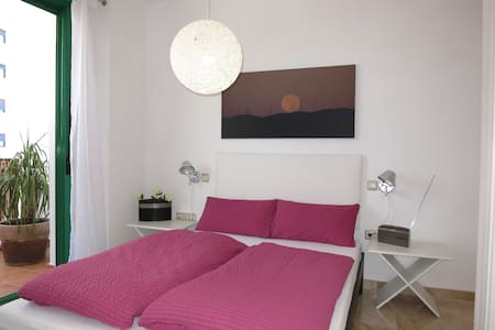 Beautiful Top Spot Apt , Port Area Wifi, Garage,AC - Estepona - Flat