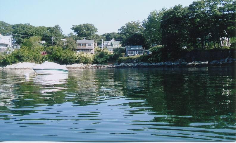 Enchanting cottage on ocean, Peaks Island Maine