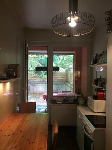 Large garden one-bedroom flat