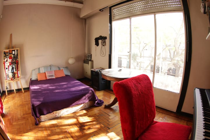 very comfortable BRIGHT ROOM with balcony