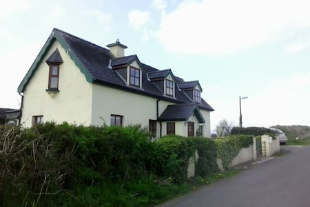 Renovated old cottage from 1886 - Cahir - Talo