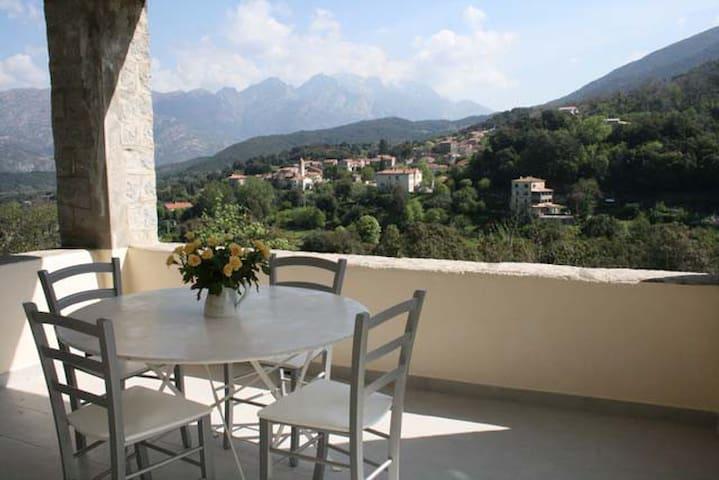 Maison granit entre mer et montagne - Ucciani - Casa