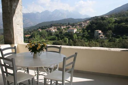 Maison granit entre mer et montagne - Ucciani