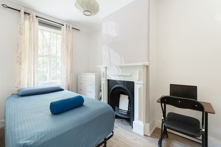 Stay for 7 Pay 5 Central Station 5 mins walk Syd