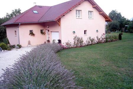 3 Belles chambres d'hôte - Massignieu de rives - Дом