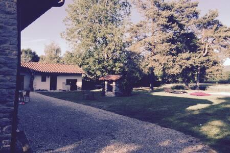 Ferme Bressane rénovée au calmeSplendide ferme 200 - Saint-Just - Rumah