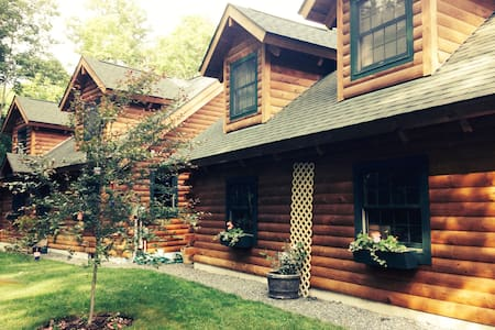 LOG HOME APARTMENT IN WOODSTOCK VILLAGE