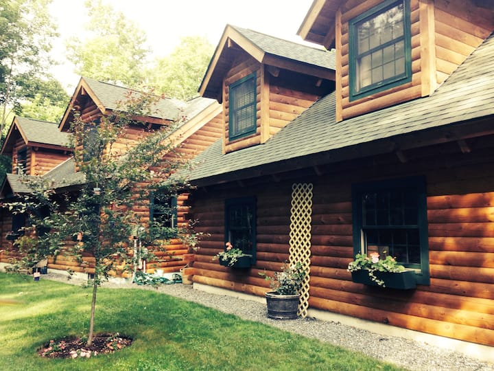 LOG HOME APARTMENT IN WOODST. VILLAGE 3 night min.