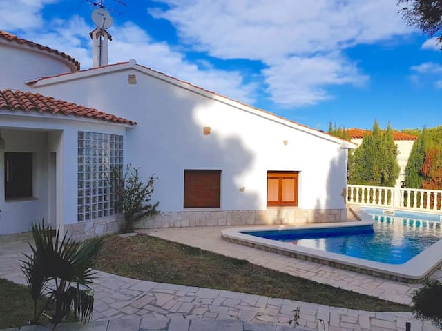 Charming villa without tourist noise ideal for some days off