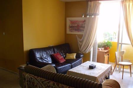 spacious flat 500m from beach - Lakás